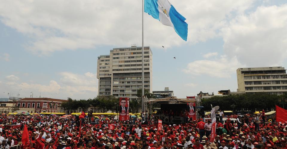 Lider movilizó a miles de simpatizantes provenientes de varias partes del país.