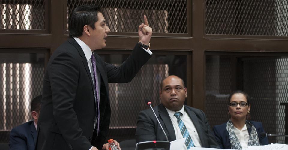 Mario Cano, abogado defensor de Roxana Baldetti, argumentó que no se presentaron pruebas que vincularan directamente a su cliente.