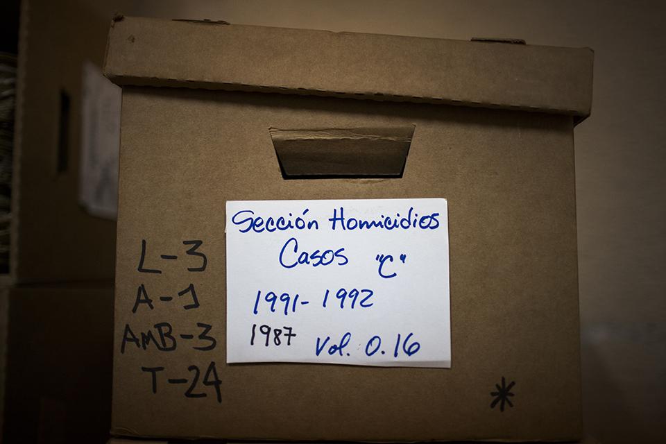 Archivo de la Policía: caja de documentos relativos a la sección homicidios, años 1991-1992.