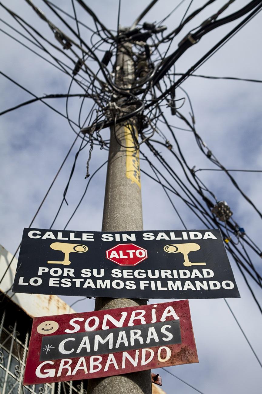 Cámaras de seguridad en un poste de la luz en zona 2, Ciudad e Guatemala