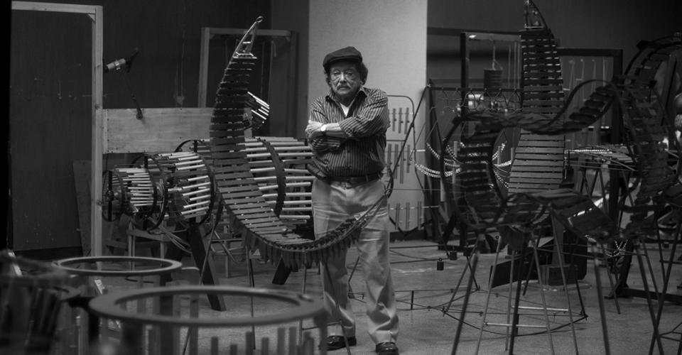 """""""La marimba se escucha tanto que ya termina por no oírse, pero al separarla del contexto natural queda anulado el proceso de la saturación y eso da la imagen de algo renacido, redescubierto""""."""