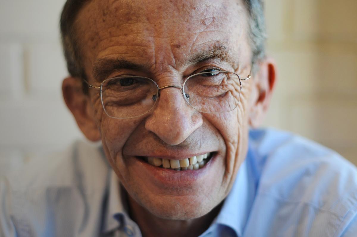 Gustavo Porras, sociólogo, ex guerrillero, político, periodista, educador, transformador de conflictos y hombre de lengua libre.