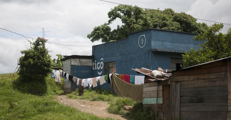 Aunque la norma brinda ventajas al sector de las telecomunicaciones en general, Tigo sería una de las empresas más beneficiadas, según políticos, empresarios y analistas.