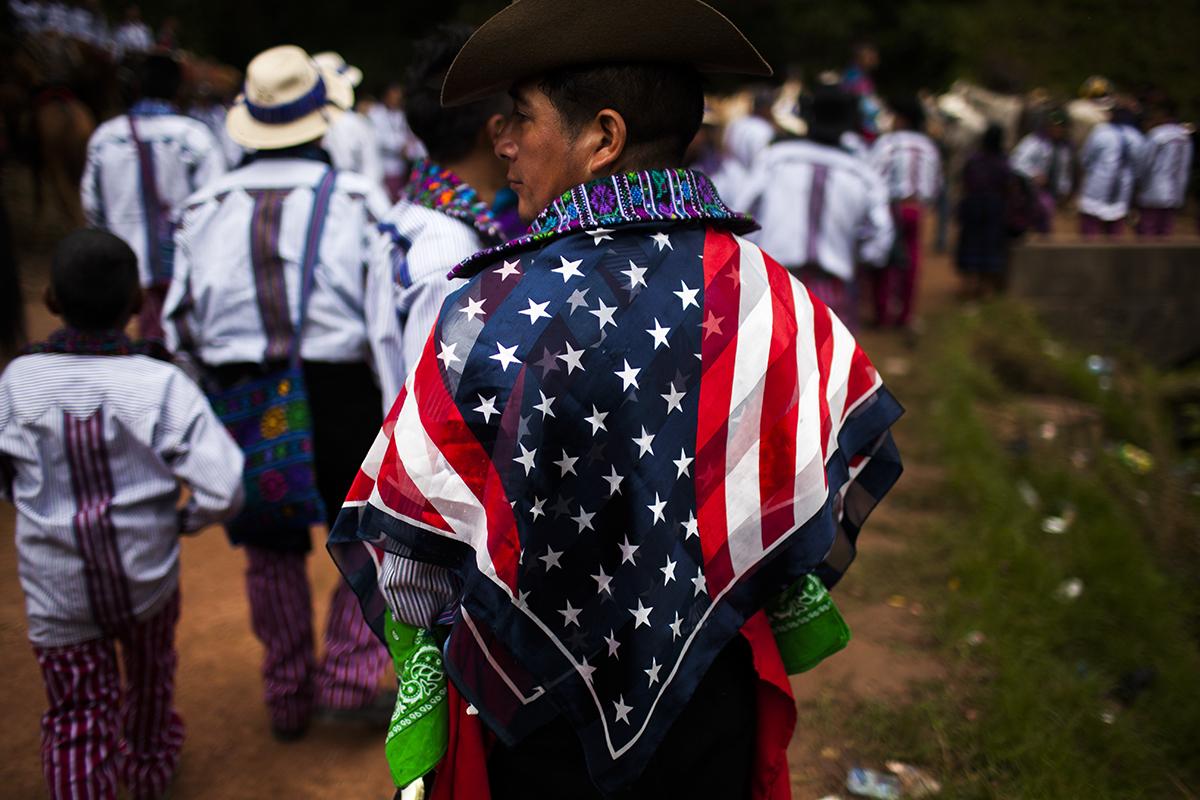 La bandera norteamericana es uno de los símbolos de identificación más emblemáticos para la gente de Todos Santos y atestigua el profundo vínculo que la gente local tiene con los Estados Unidos, en donde vive una buena parte de los todosanteros